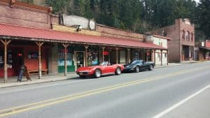 Photo of corvette roadsters at road side